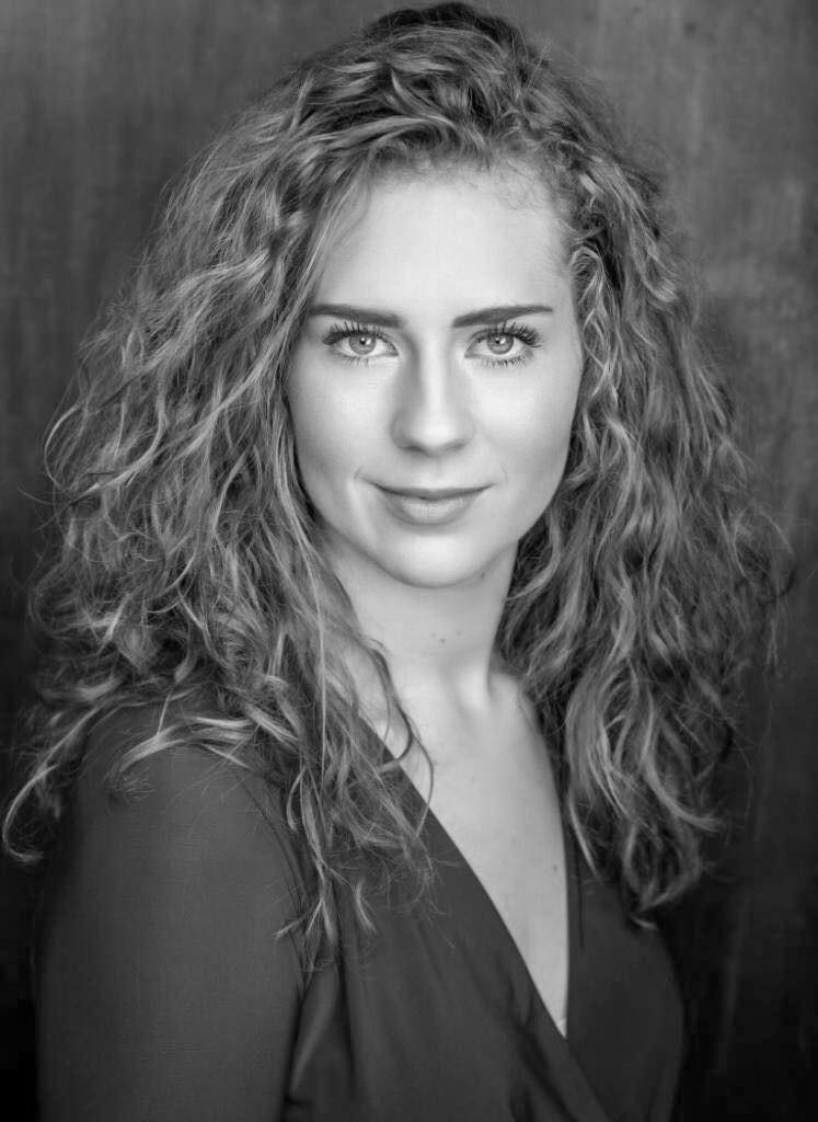 Emilylouise Clarke Headshot (Vocalist).j