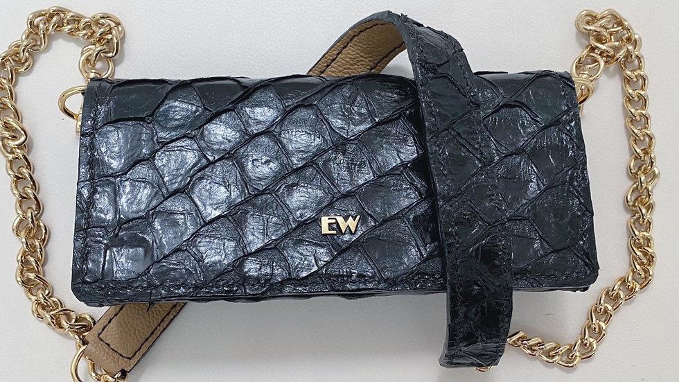Bolsa Exotic Wallets Pirarucu - Preta com metais dourados