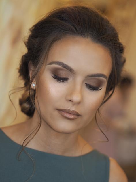 © Makeup by Faye Neill