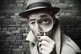 detective-with-magnifying-glass-10073505
