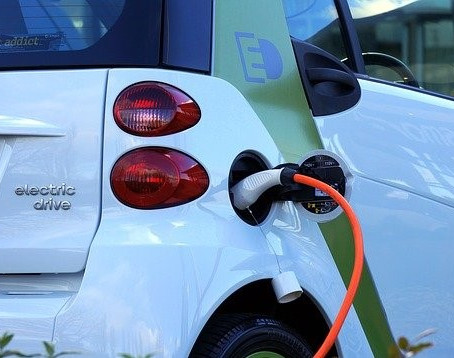UK electric vehicle grants reduce (but more will get them)