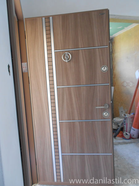 входна врата модел 6408