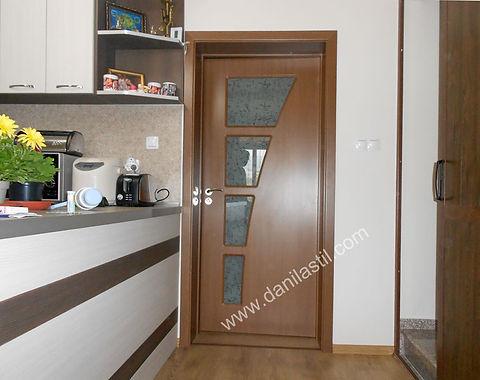 интериорна врата в цвят златен дъб