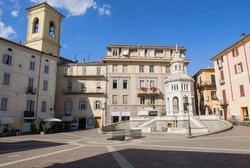 piazza_della_bollente_nel_centro_di_acqu