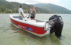 Lancha KRAUSE TR 17 modelo Panga flutuando