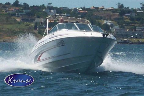 Lancha KRAUSE 235 a maior e mais completa da categoria, chassi injetado em espuma de poliuretano, com mini cabine, toilet, pia externa. Estaleiro KRAUSE. KRAUSE Boats.