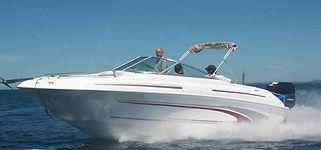 Lancha KRAUSE 235 a maior e mais completa da categoria, chassi injetado em espuma de poliuretano, com mini cabine, toilet, pia externa. Estaleiro KRAUSE. KRAUSE Boats.  Uruguai