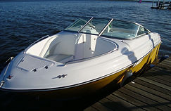Lancha KRAUSE 235 a maior e mais completa da categoria, chassi injetado em espuma de poliuretano, com mini cabine, toilet, pia externa. Estaleiro KRAUSE. KRAUSE Boats.  Paraná
