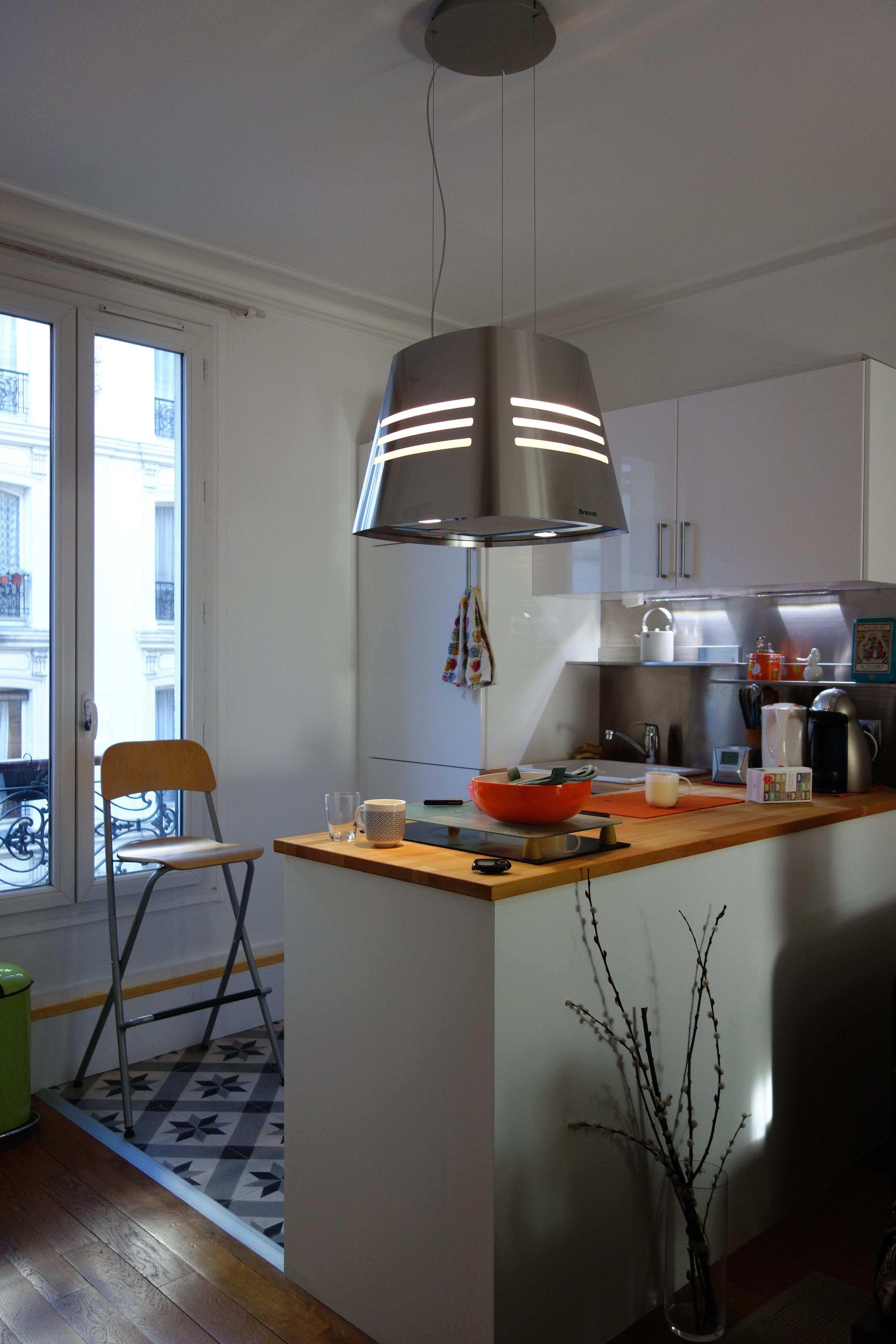 amnagement d une cuisine cuisine avec gorge et plan de travail silestone 2 amnagement. Black Bedroom Furniture Sets. Home Design Ideas