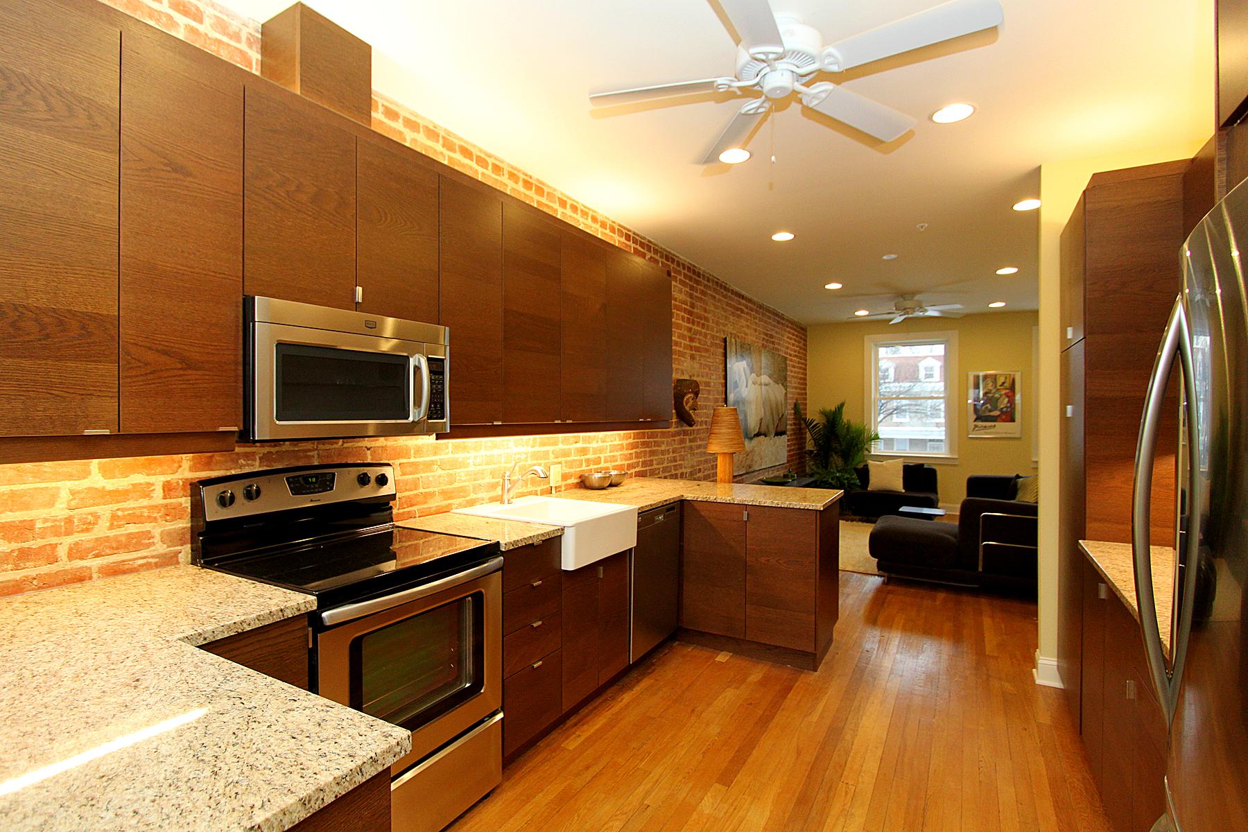 Oak plank floors are common