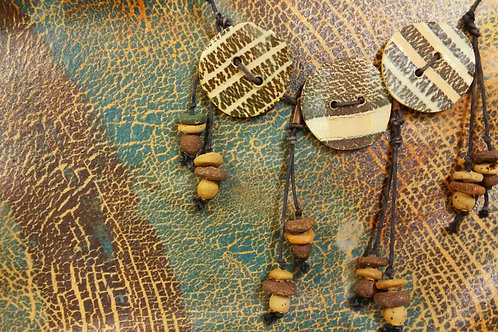 """""""Button"""" style short ceramic necklace"""