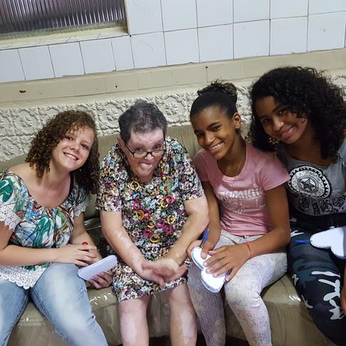 Visita ao Lar Dona Paula (oitavo ano)