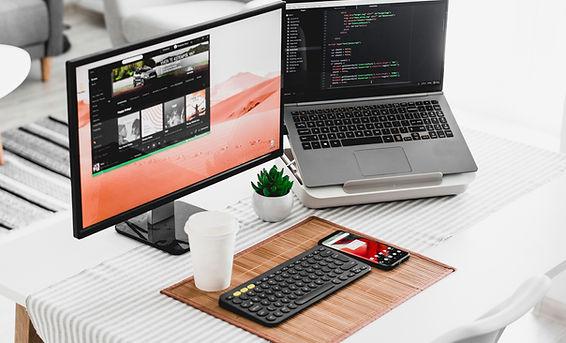 兩個電腦屏幕