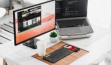 Dos pantallas de ordenador