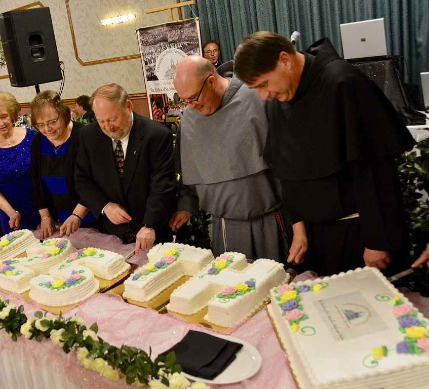 Br. Michael Duffy, OFM Conv. and Fr. Joseph Benicewicz, OFM Conv. help cut the banquet cake.