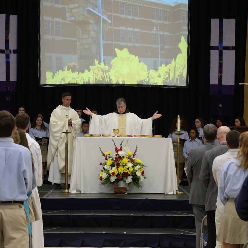 Friar Thomas Lavin celebrating the Alumni Memorial Mass