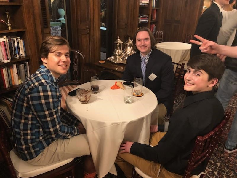 Students enjoy dinner.