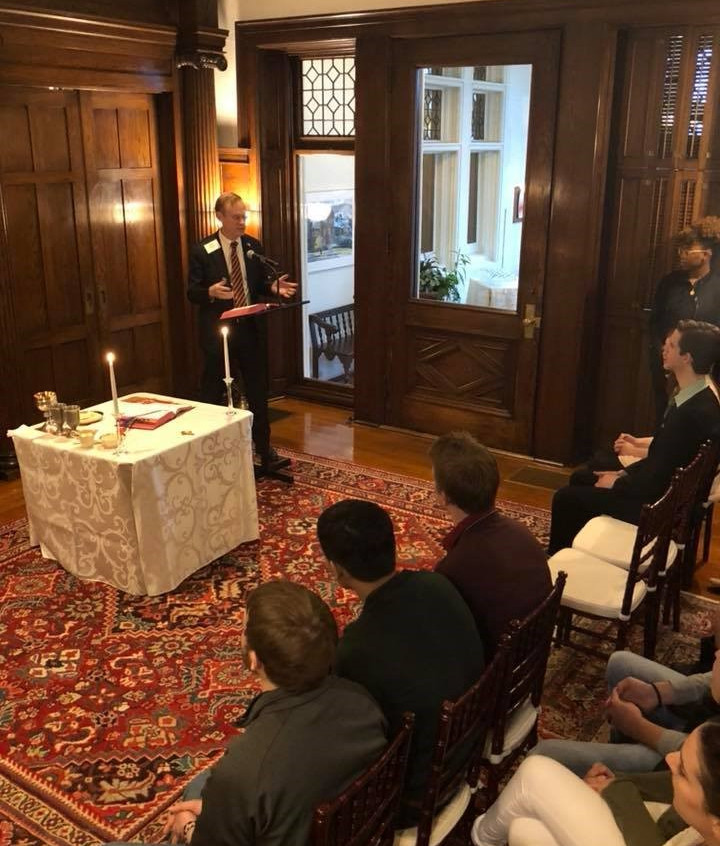 Chancellor Kent Syverud welcoming students to the house and Mass.