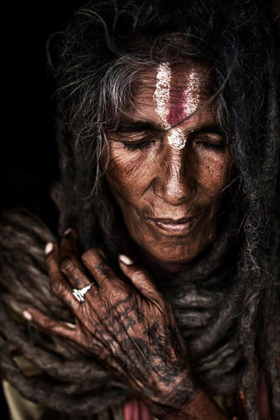 sadhuwoman.jpg