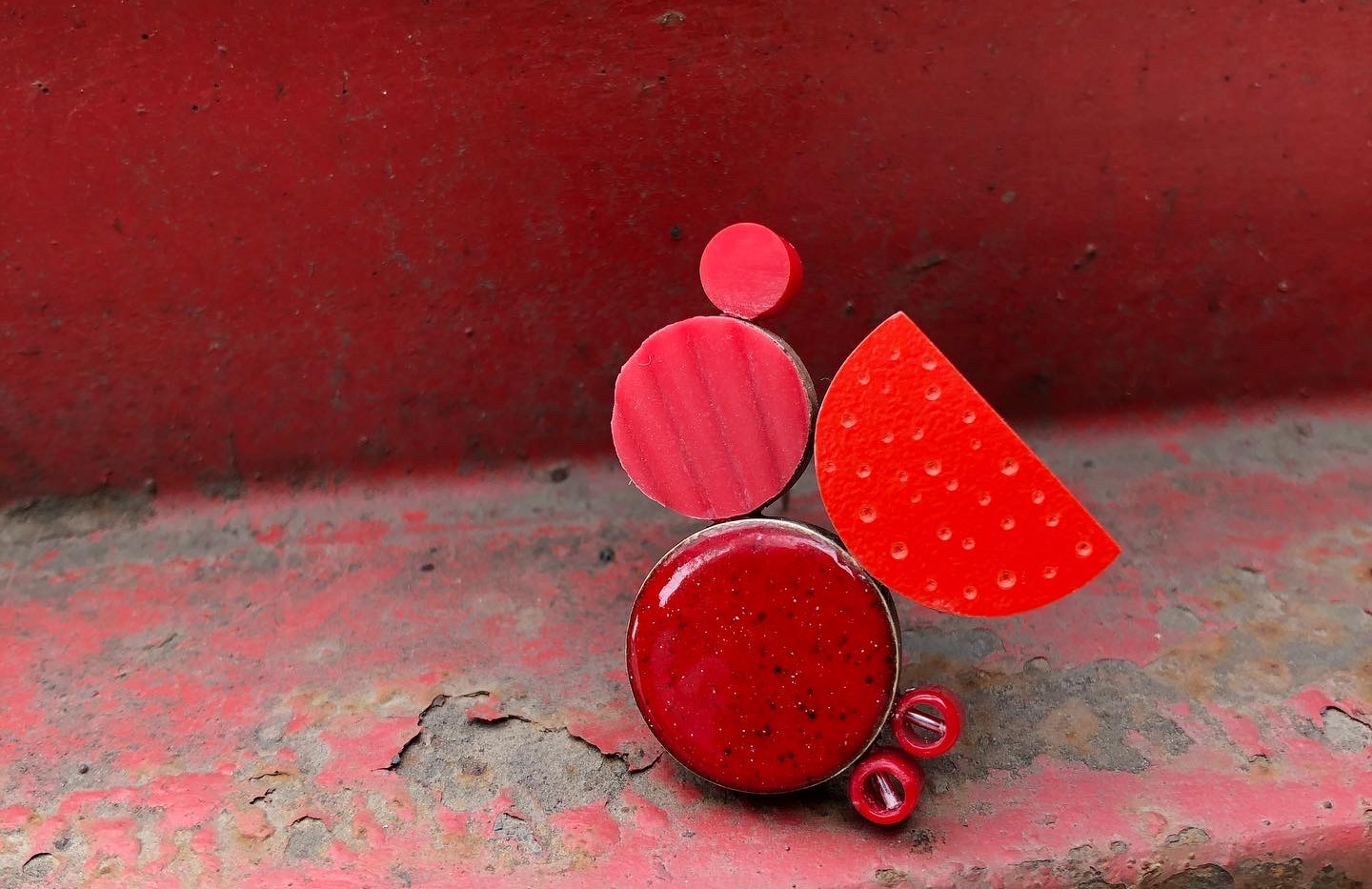 One Colour Brooch Project