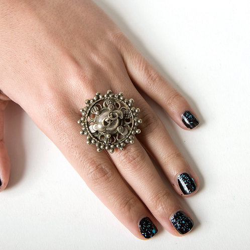 Vintage Indian silver circular ring US size 8