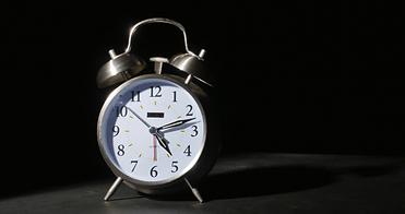 3121-alarm-clock-ringing-with-black-back