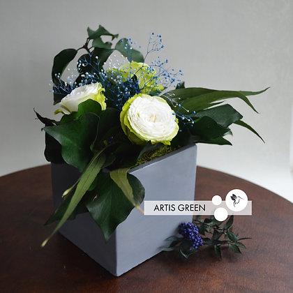 Композиция «Concrete with white roses»
