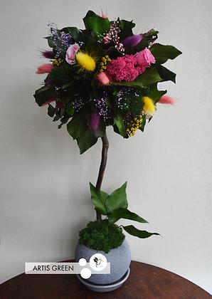Дерево из стабилизированных цветов и растений