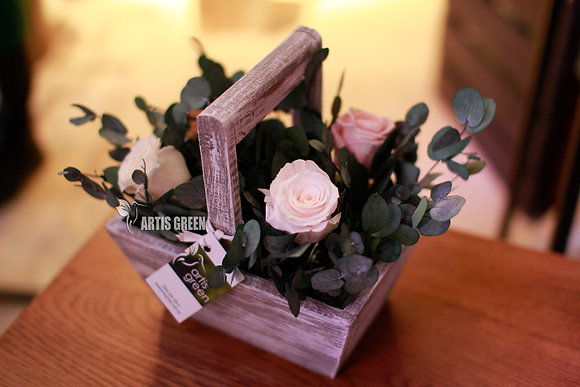 Экокорзинка из белых роз