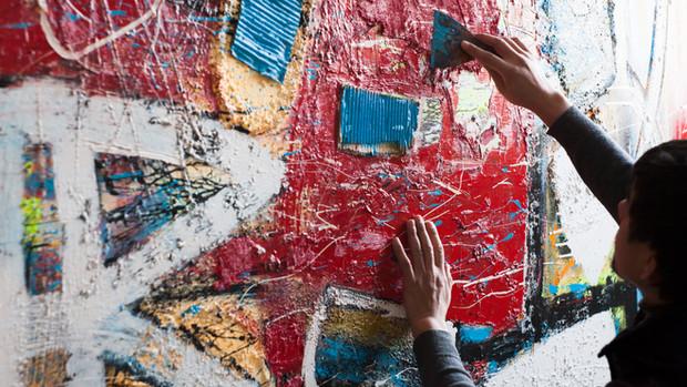 藝術家畫壁畫