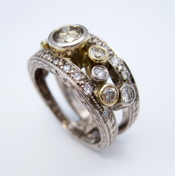 Mixed diamonds engraved gold ring