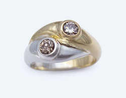 Diamonds curved 2 gold ring