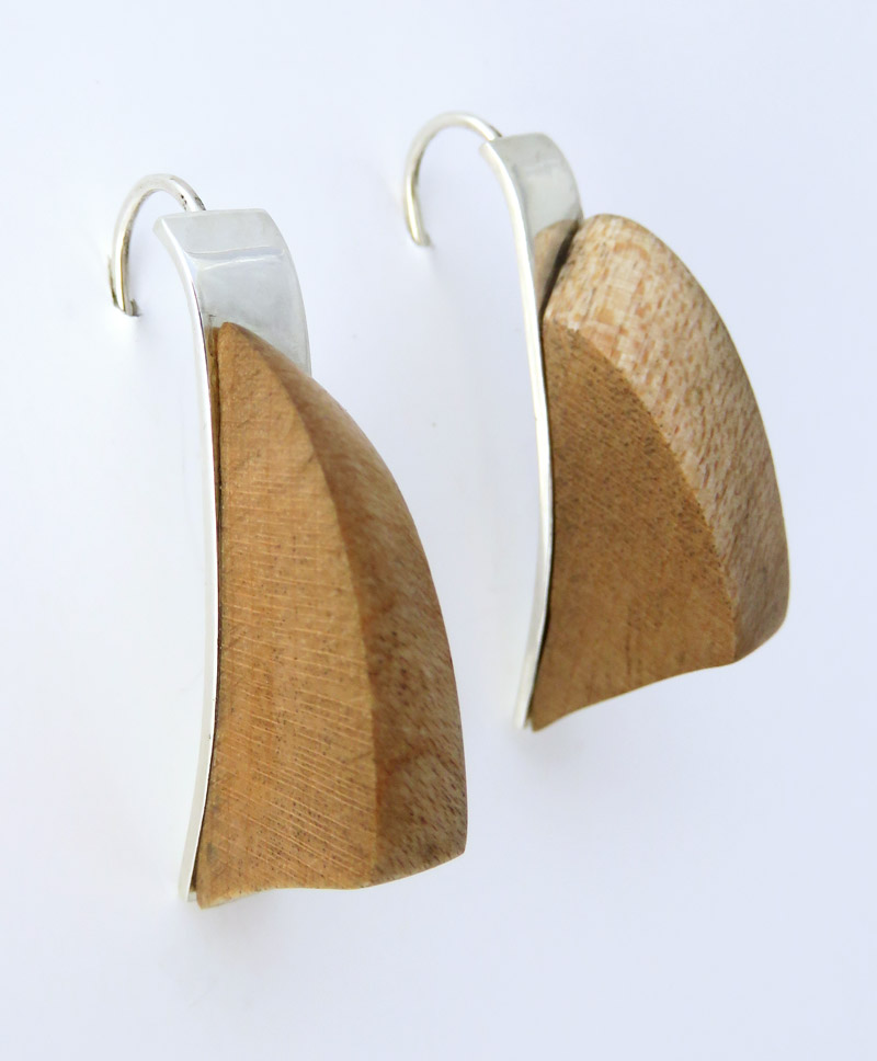 Birdeye wood leaf earrings