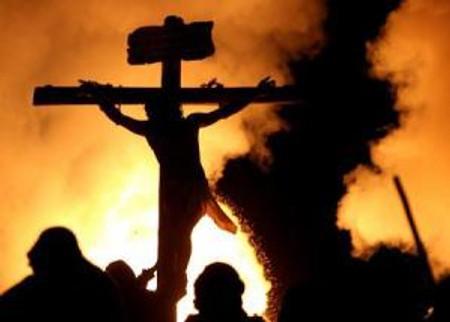 Jesus on Cross with Ppl watching_jpg_srz