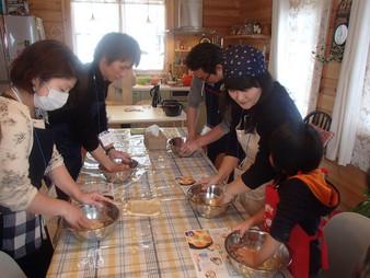【イベント報告】 ログハウスで薪ストーブクッキング vol.1 [ダッチオーブンを使って生地からパン作り]
