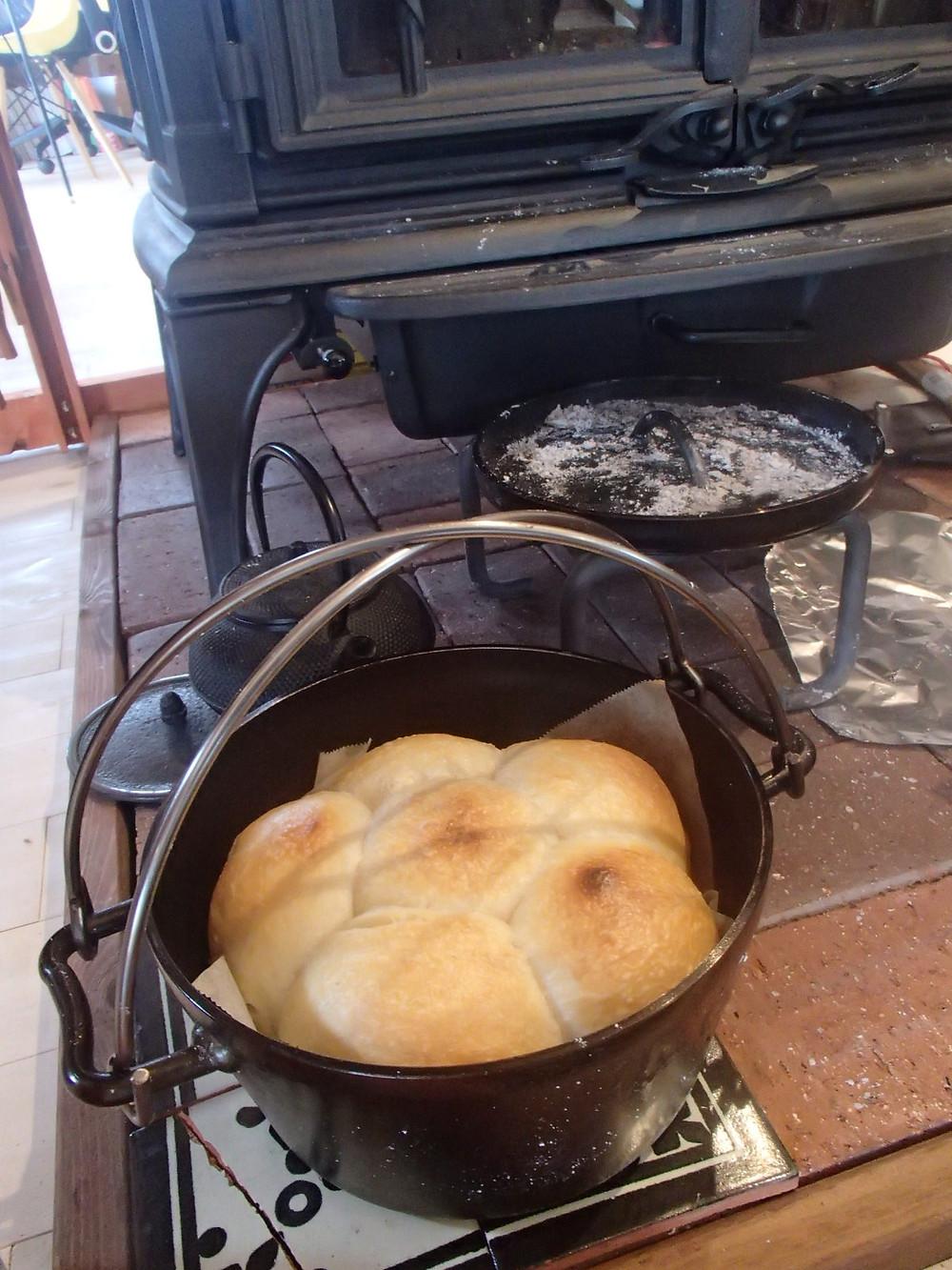 ダッチオーブンでパン焼き
