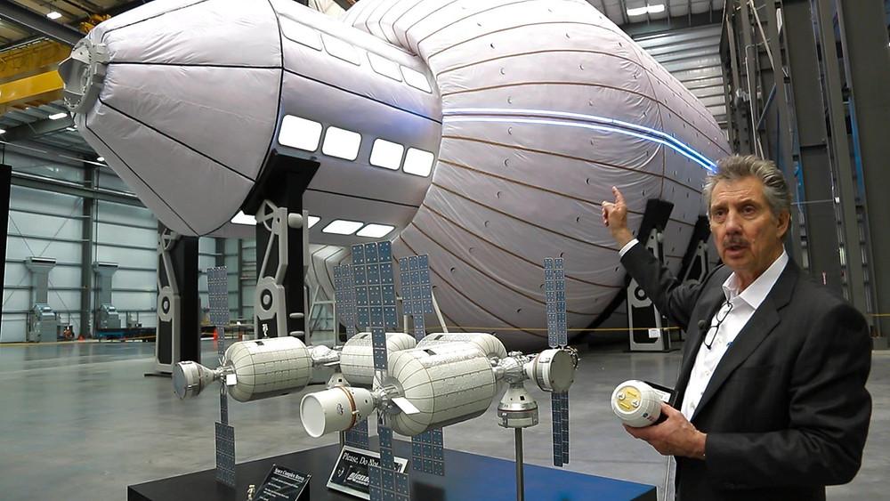 Nella foto: Robert Bigelow, della Bigelow Aerospace, che avrebbe usufruito di buona parte dei fondi neri di 22 milioni di dollari per la ricerca sugli UFO / UAP