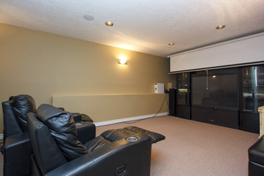 33-entertainment-room.jpg