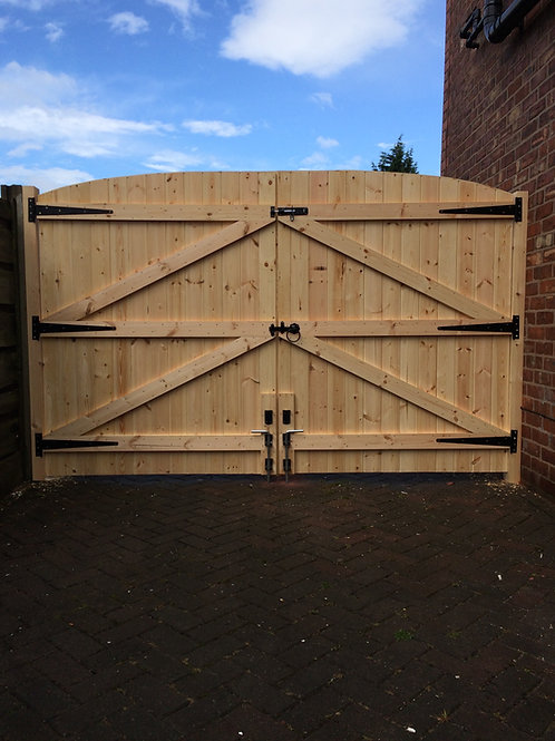 MADE TO MEASURE DRIVEWAY GATES 6FT HIGHEST POINT