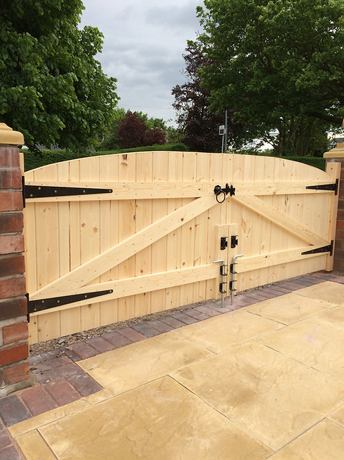 "4FT 6"" HIGH STRAIGHT TOP DRIVEWAY GATES"