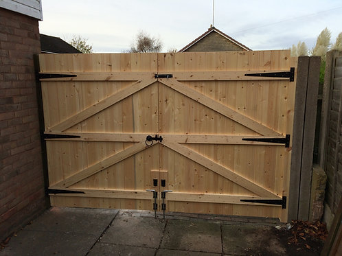 """4FT 6"""" HIGH STRAIGHT TOP DRIVEWAY GATES"""