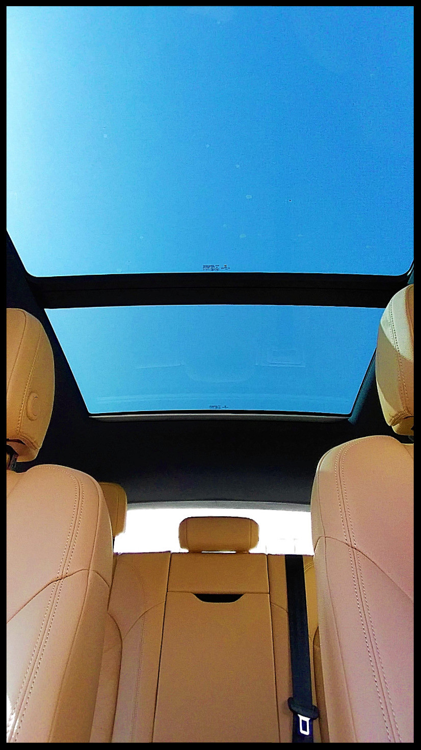 Porsche Macan Panoramic Sunroofs