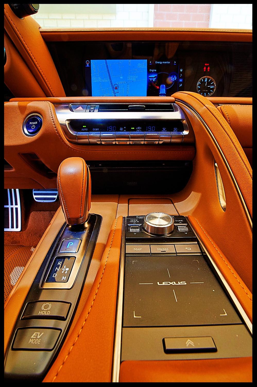 Lexus LC500h Center Console