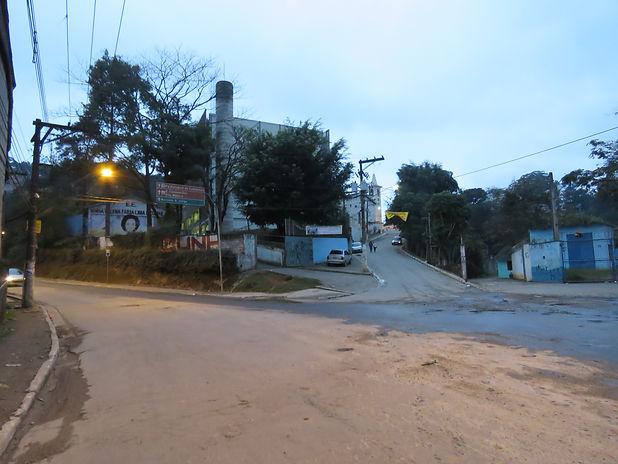 42. Cabuçu, núcleo histórico.  Ao fundo,