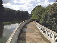 (12). Barragem construida em sistema de