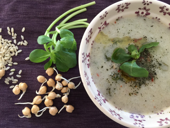 Rice soup with chickpeas and purlsane