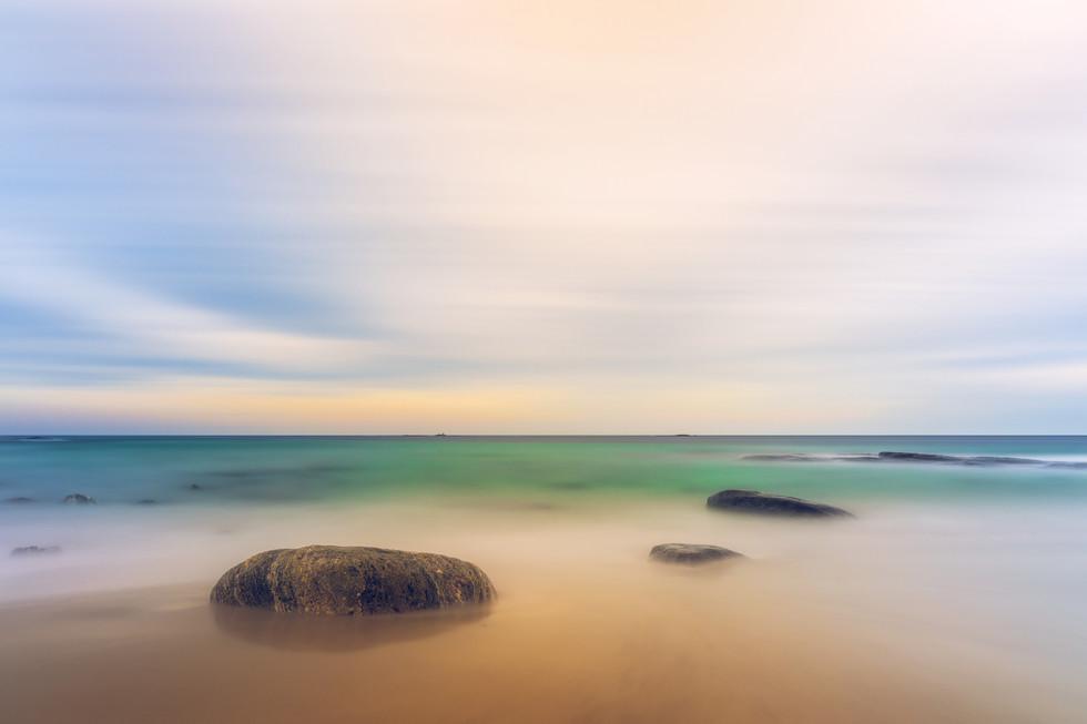 Strand med steiner