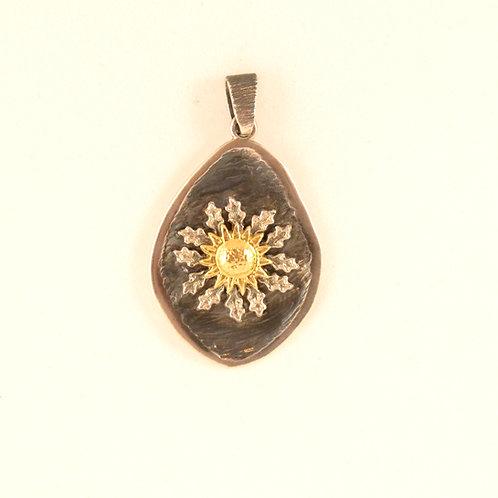 colgante medalla con Eguzkilore en plata y oro.