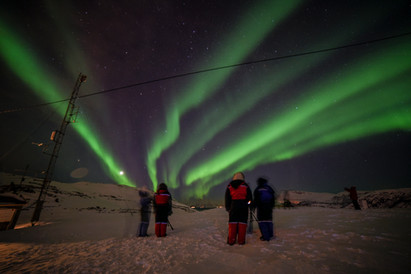 Guests on a northern lights chase from Tromsø, guided by The Green Adventure.