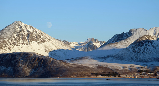 Mountain ladscapes on Discover the Fjords of Kvaløya tour. Nature around Tromsø.